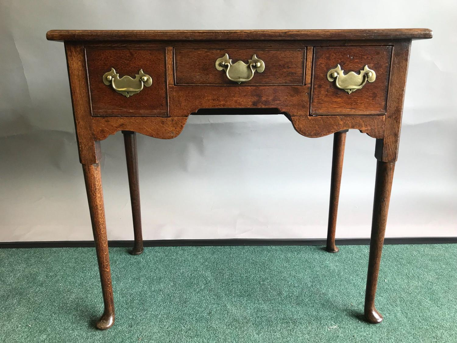 Good Quality Georgian Oak Lowboy / Side Table